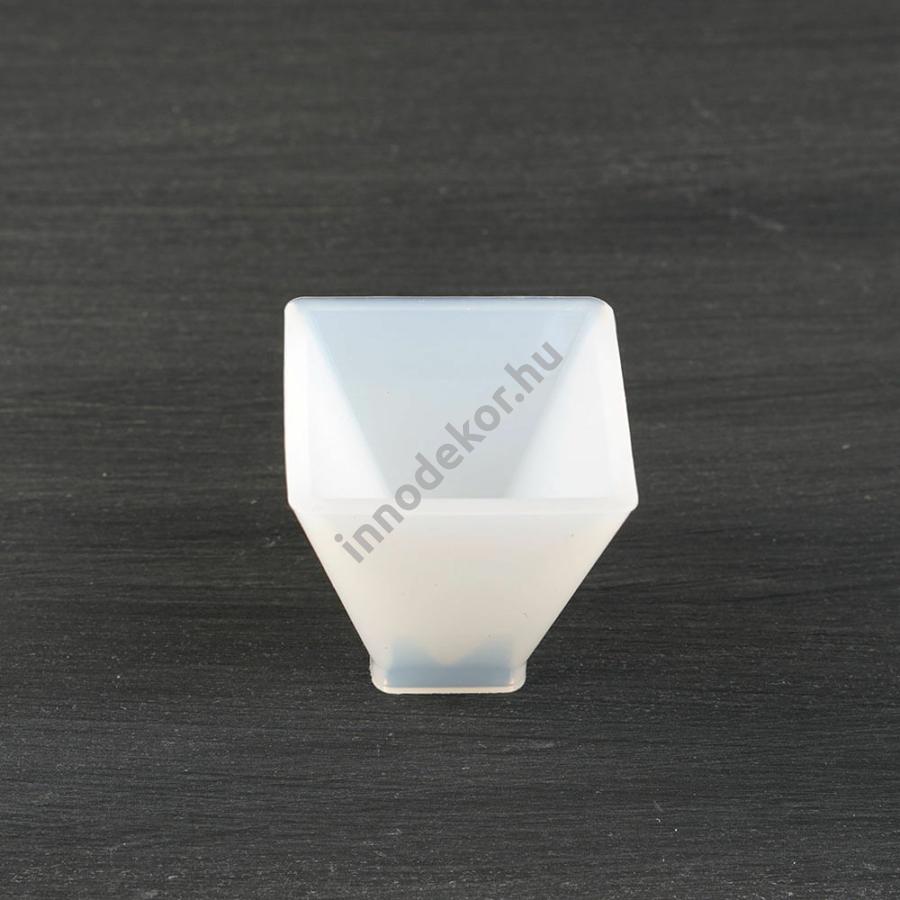 Öntőforma szilikonból - piramis, 4 cm