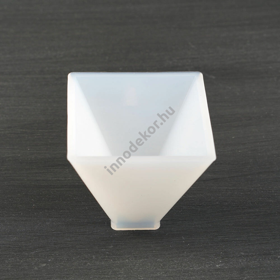 Öntőforma szilikonból - piramis, 6 cm
